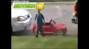 дете паркира малката си Кола