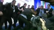 Нападнаха Ахмед Доган с пистолет по време на конференцията на Дпс