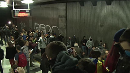 Spain: Catalan students occupy subway station during general strike