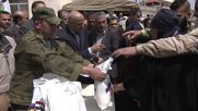 Syria: Russian troops provide humanitarian aid to residents of Izra