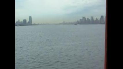 На път към Статуята на свободата с корабче