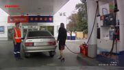Глупава Рускиня Незнае Какво Да Прави На Бензиностанция