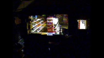 Земетресението в България 22.05.2012 заснето от охранителните камери на магазин в горубляне