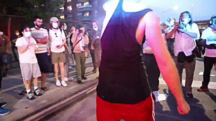 USA: Violent scuffles erupt between 'Back the Blue' and BLM protesters at NYC rally