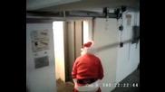 Дядо Коледа идва с бодра крачка [ Смях ]