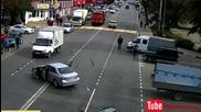 Ужасна катастрофа след преминаване на светофара !