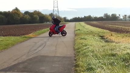 Палене на гуми с Yamaha Aerox