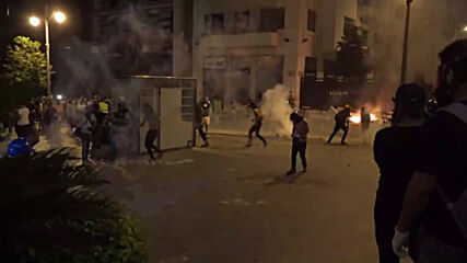 Lebanon: Tear gas and fires as Beirut anti-govt. protests ignite for second night