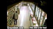 Жена се изхожда в супермаркета! Супер гадно и гнусно...
