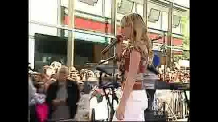 Hilary Duff - Wake Up (Live at Rockefeller Plaza)