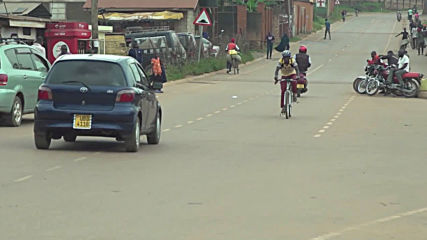 Uganda: HIV-positive volunteer delivers drugs to fellow patients on bicycle