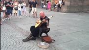 Уличен музикант с вълшебен глас