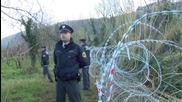 Slovenia: Protesters damage razor wire fence on Croatian border