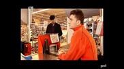 Продавач се базика с клиентите (аламинут)