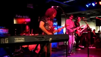Vinnie Moore and Tony Macalpine - Check it Out (live)