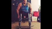 Да караш скейт с инвалидна количка :)