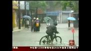 Тропическа буря потапя Китай