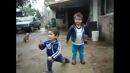 Тези двамата ще ви побъркат.