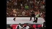 Matt Hardy и Jeff Hardy удрят двоино с стол Brock Lesnar