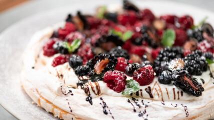 Франсишко Морейра | Торта Павлова с червени плодове