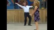 Всеки танцува различно.