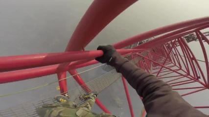 Руснаци се изкачват до върха на небостъргач в Шанхай ... 650 метра