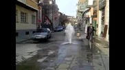 Двуметров Геизер На Главната Улица На Бургac