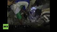 Йемен: Йемен: Местните жители търсят оцелели деца след бомбардировките