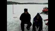 кретен - Се гмурка в ледената вода гол