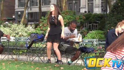 Момиче сяда върху хората - Шега