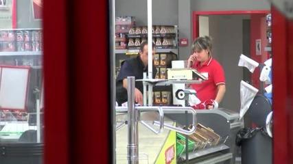 Голяма група хора ограби супермаркет в Казанлък