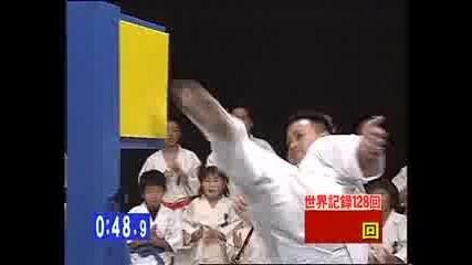 - Световен рекорд на Гинес , Най - много удари с крак за 1 минута