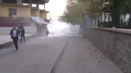 Turkey: Water cannon used against protesters in Diyarbakir as violence continues