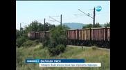 Товарен влак блъсна кола при спуснати бариери - Новините на Нова