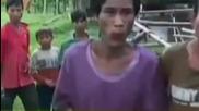 Баща и син са намерени в джунглата във Виетнам, след като са живели там от 40 години