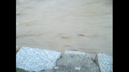 Дупница - реката се опитва да прелее