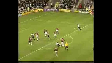 Newcastle Solano vs. Arsenal - 10december 2005 Ft 1 - 0
