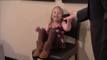 Джъстин Бийбър изненадва 3 - год. си фенка :)