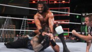 Roman Reigns stumbles against Jinder Mahal due to an unlikely attacker: WWE Money in the Bank 2018 (WWE Network Exclusiv