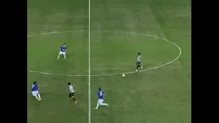 Роналдиньо напомни за себе си - разписа се след рейд от центъра на терена! *27.08.2012г.*