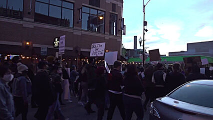 USA: Protesters rally in Chicago to demand justice over fatal police shooting of 13-y/o Adam Toledo
