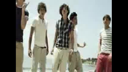 One Direction - What Makes You Beautiful ...