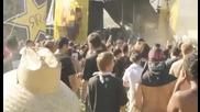 Духове нападат човек на метъл концерт