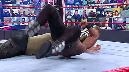 Smackdown tiene dos luchas donde los campeonatos están en juego: En Espanol, 8 Mayo, 2021