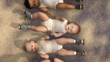 танцуващи бебета в реклама на Evian Roller Babie