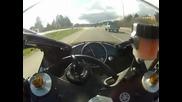 Моторист хвърчи с 300 км/ч по натоварена магистрала