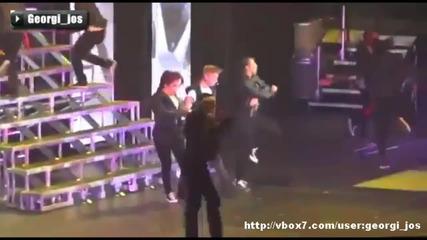 Джъстин Бийбър повръща на сцената!