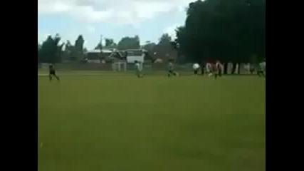 Невероятно-торнада по време на футболен мач