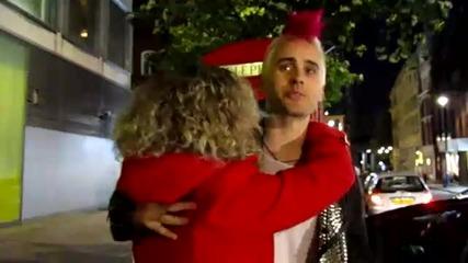 Джаред е нападнат от обезумяла фенка...е кой не иска да е на нейното място?...