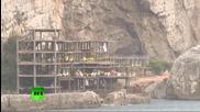 Разрушаване на недостроен хотел в Италия чрез контролирана експлозия